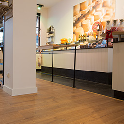 quickstep impressive laminate flooring in classic oak natural im1848. Black Bedroom Furniture Sets. Home Design Ideas