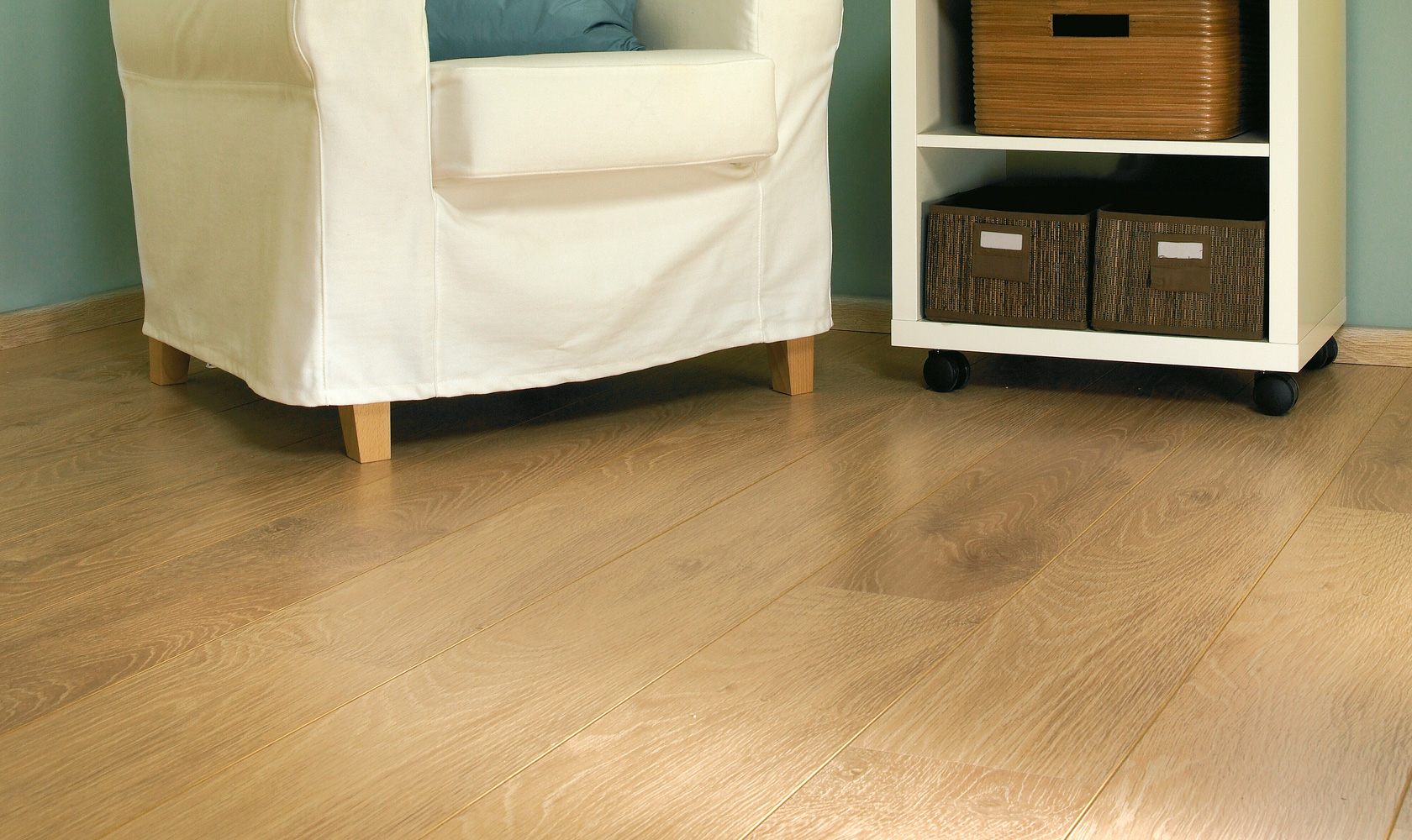 Balterio luxury laminate flooring tradition quattro lounge for Luxury laminate